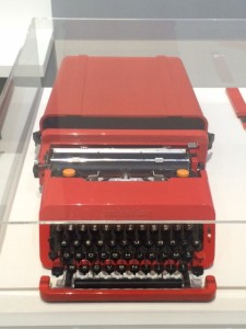 Portable typewriter Valentine, injection moulded plastic (ABS, metal and rubber (1969) by Ettore Sottsass