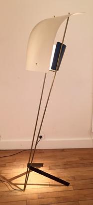 2-lampadaire-modele-%22cerf-volant%22-de-pierre-guariche-meubles-lumieres